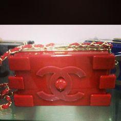Chanel Lego roja.