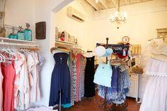 ドレスやウェアは人気商品。 お洋服と雑貨で、お部屋も含めたトータルコーディネートができます。
