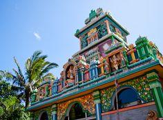 Szent Pál Tamil-templom - Reunion-sziget - Susan in de Overgang Voyage Reunion, San Pedro, Istanbul, Hotels, Destination Voyage, Blog Voyage, Color Of Life, Hotel Deals, Travel Goals
