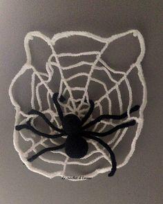 Je sais pas vous mais ici on adore Halloween, mes enfants attendent chaque année impatiemment que l'on décore la maison de toiles d'araignées, sorcières, poupées vaudou et autres squelettes. Alors cette année j'ai fait chauffer le crochet. Pour ce premier...