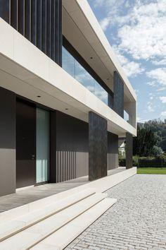 Villa in Bäch Concept Architecture, Facade Architecture, Residential Architecture, Small Modern Home, House Entrance, Facade House, Modern House Design, Modern Houses, Glass House