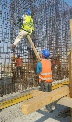 This post contains The funniest dumb people that you could ever see. These people will definitely make you laugh out loud. Funny Fails, Funny Jokes, Hilarious, Funny Images, Funny Photos, Construction Humor, Darwin Awards, Video Humour, Safety First