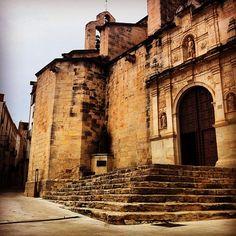 Església dedicada a sant Joan Baptista, de tres estils romànic, classicitzant i gòtic ➖➖➖➖➖➖➖➖➖➖➖➖➖➖➖➖ Asco\'s church in Catalonia