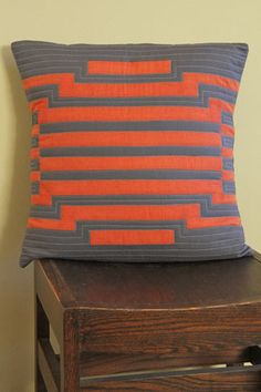 check out the instructions for this pillow at http://content.janome.com/index.cfm/ProjectCenter/Project_Detail/Modern_Circle_Pillow
