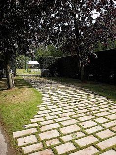 All e en cailloux autour maison bing images terrasse for Cailloux allee de garage