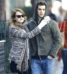 Andrew Garfield and Emma Stone are seriously sooo cute together!!