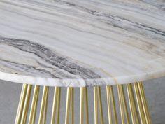 L'usage du marbre dans l'accueil d'un hôtel confère toujours un air grandiose et crée une ambiance de luxe et d'exclusivité Prestige, Air, Furniture, Home Decor, Luxury Hotels, Marble, Lineup, Decoration Home, Room Decor