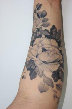 flower tattoo by matteo pasqualin