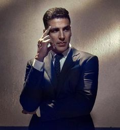 Rustom Airlift Housefull Akshay Kumar PROVES that he is the King of Versatility! Famous Indian Actors, Indian Celebrities, Indian Actresses, Akshay Kumar Photoshoot, Twinkle Khanna, Acting Class, Reality Tv Stars, Amitabh Bachchan, Bollywood Actors