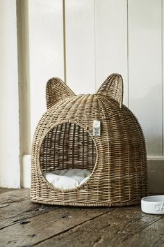 Cats Made Easy To Understand With This Article Look how cute this basketweave cat bed is! The post Cats Made Easy To Understand With This Article appeared first on Katzen. Cat Room, Pet Furniture, Furniture Design, Cat Decor, Cat Accessories, Pet Beds, Diy Stuffed Animals, Cats And Kittens, Ragdoll Kittens