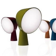 Lámpara de sobremesa ideal para salones modernos con iluminacion de foscarini para comprar online en nuestra tienda de lamparas modernas.