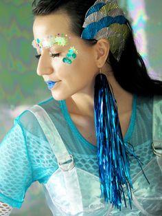 DIY de Carnaval: peixe! Tutorial de cabeça e maquiagem inspirada no fundo do mar usando glitters e paetês.