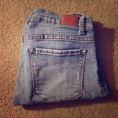 BDG Jeans 29W 29L worn only a handful of times! The ripped part on the left leg is a little frayed from washing so I'm willing to negotiate on the price! BDG Pants Skinny