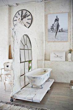 Eclectic Vintage Home interior #bathroom #vintage