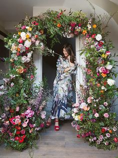 How to make your own stunning wedding flower archway - DIY FLOWERS Diy Wedding Flowers, Wedding Flower Arrangements, Diy Wedding Decorations, Wedding Centerpieces, Floral Wedding, Floral Arrangements, Yellow Wedding, Bridal Flowers, Wedding Bouquets