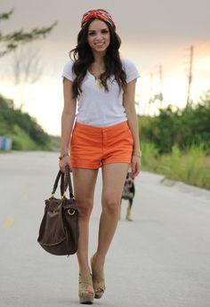 Necklace/Collar: c/o Brittney Miranda. Wedges/Plataformas: Xiomara Lisette Bag/Cartera: c/o Mimi Boutique Lisa Satchel Shorts: Zara Top: c/o JC Penney Scarf/bufanda: Forever 21 Bracelet/Pulsera: c/o Pop of chic Cute Summer Outfits, Spring Outfits, Cute Outfits, Casual Summer, Orange Shorts, Bright Shorts, Grunge Fashion, Spring Summer Fashion, Style Guides