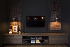 We don't often see such dark furniture combined with dark walls – what made you decide on the colour and décor?