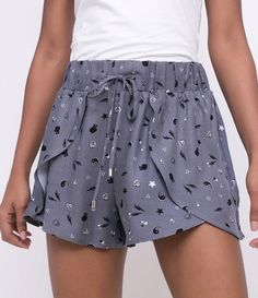 Women& Short Printed Tie at the waist Brand: Blue Steel Fabric: Viscous . Short Skirts, Short Dresses, Look Con Short, Summer Fashion Outfits, Mini Shorts, Looks Style, Hot Pants, Printed Shorts, Lounge Wear