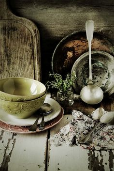 Pratos e Travessas: Verde Minho e vermelho beterraba # Minho green and beetroot red * Recipes, photography and stories Food Styling, Pot Pourri, Irish Cottage, French Cottage, Purple Home, Plates And Bowls, Rustic Charm, Country Charm, Kraut