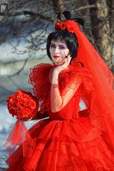 Lydia in her red wedding dress  (12 Beetlejuice Cosplays - Click for more!)