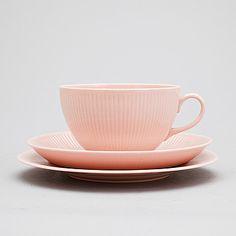 Name: Sointu, (color:pink) Brand: Arabia, Finland Date: Designer: Kaj Franck 50s Decor, Vintage Tableware, Scandinavian Home, Porcelain Ceramics, Serving Dishes, Cup And Saucer, Kitchenware, Finland, Vintage Designs