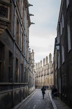 A few days after visiting Oxford, it was time for Cambridge to also give us some insight into its university history. Founded in 1209 and consisting of Visit Cambridge, Cambridge England, Visit Oxford, Cambridge Street, Liverpool Street, Thing 1, Travel Humor, England And Scotland, European Travel
