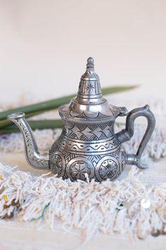 Tetera Bereber: El placer de tomarse un rico té durante estos dias de invierno.  From Morocco with Love; www.casamediterranea.com.ar