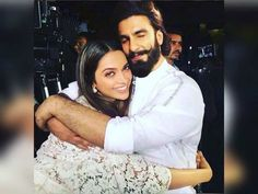 How cute is this picture of Ranveer Singh and Deepika Padukone hugging each other? - This picture of Deepika Padukone and Ranveer Singh sharing a TIGHT HUG is going viral Deepika Padukone, Deepika Ranveer, Ranveer Singh, Ranbir Kapoor, Aishwarya Rai, Bollywood Couples, Bollywood Actors, Bollywood News, Bollywood Wedding