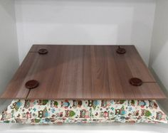 Bandeja e Apoio para Notebook Biscuit, Patches, Arts And Crafts, Tray, Futons, Projects, Home Decor, Wooden Crafts, Handmade Crafts