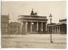 Berlin: Brandenburger Tor, 1883. Istanbul, Kaiser Wilhelm, Brandenburg Gate, Cities In Europe, Berlin Wall, Berlin Germany, Wonderful Places, Old Photos, Viajes