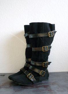 À vendre sur #vintedfrance ! http://www.vinted.fr/chaussures-femmes/bottes-and-bottines/25860362-pirates-slouchy-boots-bottes-bottines-sangles-lanieres-multi-brides-esprit-westwoood-p39