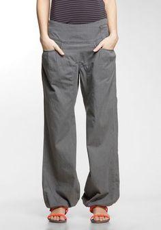 NIKITA bringt hier eine schön konzipierte Relaxed Fit mit einer ganzen Hand voll Details: Die seitliche Knöpfung und in Falten gelegte Abnäher an den Fronttaschen sorgen - in Anlehnung an die gute alte Marlenehose - für Weiblichkeit, während der Tunnelzug an den Beinenden und der tiefe Schritt eher sportlich sind. Die Bluebird Jeans II zählt definitiv zu den lässigsten Denim-Styles, die wir dir anbieten können und aus gutem Grund zu unseren begehrtesten Jeans.