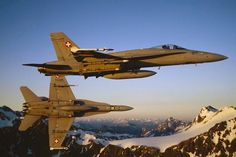 Photo: (c) Swiss Air Force - Two F / Hornet Swiss during a training mission in aerial combat. Military Helicopter, Military Jets, Military Weapons, Military Aircraft, New Aircraft, Air Force Aircraft, Fighter Aircraft, Best Fighter Jet, Air Fighter