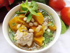 Canh bí đỏ hầm đậu phộng rất ngon và giúp chữa bệnh đau đầu hiệu quả.
