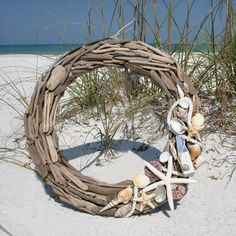 Guirlanda de conchas! Um charme! #conchinhas #praia #decoração #casa