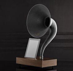 A distinctive meeting of analog and digital, this contemporary gramophone amplifies the volume of your iPad without electicity