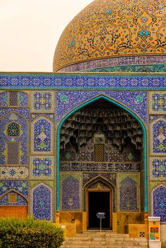 Esfahan - The most beautiful city in the world Persian Architecture, Mughal Architecture, Beautiful Architecture, Beautiful Buildings, Art And Architecture, Architecture Details, Beautiful Mosques, Most Beautiful Cities, Places Around The World