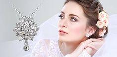 Hercegnői pompára, vagy szolíd eleganciára vágysz? Nézd meg a Meisels menyasszonyi kollekcióját és válaszd ki álmaid ékszerét a Nagy Napra a Wedding Pop-up Bazáron!  Helyszín: Bródy Studios 2015. június 06-án 10 órától! Várunk szeretettel! Pop Up, Budapest, Diamond, Classic, Wedding, Jewelry, Derby, Valentines Day Weddings, Jewlery