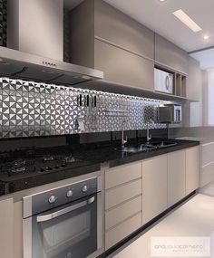 Finalizando a noite com essa cozinha neutra e moderna projetada por Ana Paula Carneiro.😍❤️✨ #maisinteriores #decor #somosconteudo_