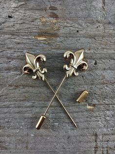 https://www.etsy.com/listing/489778693/metal-lily-lapel-pin-gold-color?ref=shop_home_active_28