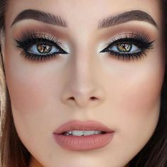 Love this beauty 😍😍😍 @jessicarose_makeup @shophudabeauty lashes in Claudia on top & @peachesmakeup lashes on bottom