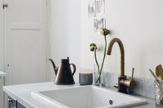 Head over to Roomed.nl for our round-up of the best kitchen we've seen, like this some really nice hardware - Roomed | roomed.nl