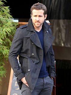 A well-dressed Ryan Reynolds makes the December chill look oh-so-hot on a Tuesday outing in Los Angeles.