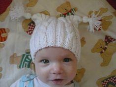 ..pro malé andílky Teplá, pletená čepička se střapečky pro miminko v bílé barvě. Rozměry: šířka: 2x13 cm (až 2x20cm), hloubka: 14 cm. Materiál: akryl. Model na fotce 3 měsíce. V nabídce také v bílé barvě. Beanie, Knitting, Children, Hats, Tricot, Young Children, Boys, Hat, Breien