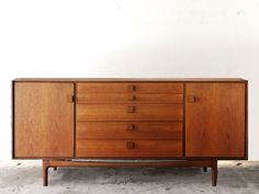 Aparador Kofod Larsen años 60 midcentury - aparador - sideboard - macintosh - wood - woodwork - madera - furniture - mobiliario - thenave
