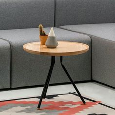 Bend coffee table is part of the homonymous family of tables made of powder coated metal and ash or oak tops. Powder Coating, Interior Inspiration, Ash, Things To Think About, Tables, Coffee, Metal, How To Make, Furniture