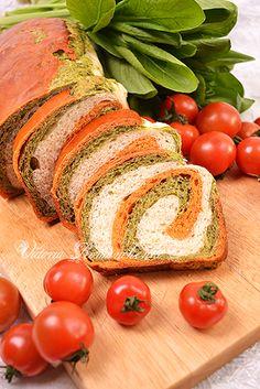 Томатно-шпинатный хлеб