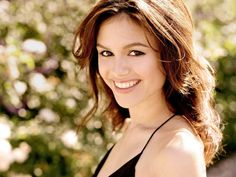 Rachel Bilson from Hart of Dixie. Getting my hair cut like hers. I think we have the same type of hair so it should work. Bye Bye Birdie, Pretty People, Beautiful People, Beautiful Women, Beautiful Things, Rachel Bilson Baby, Fuller Hair, Beautiful Smile, Girl Crushes