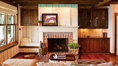 Infuse your home with a healthy dose of rugged-meets-refined style with these country decor tips for log homes. Room Remodeling, Farm House Living Room, Fireplace Design, Living Room Designs, Living Room Remodel, Elegant Living Room, Eclectic Living Room, Farmhouse Fireplace, Country Living Room