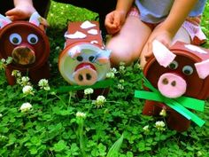 Learn how make Maggie Moo Cow Craft with recycled materials! #ecocrafts #DIY #kidscrafts
